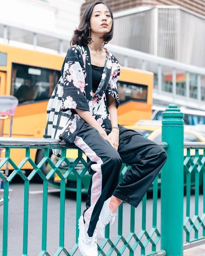 Các quý cô châu Á thi nhau khoe chân dài, eo thon trong loạt street style đầu hè - Ảnh 15.