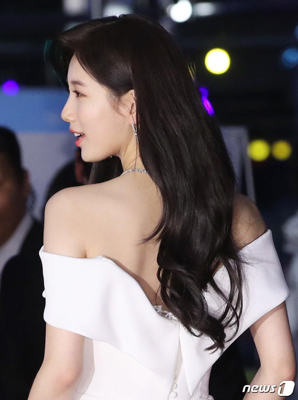Hình hậu trường nóng hổi của Suzy tại Baeksang: Sải bước ở hầm để xe mà sang như bà hoàng, đẹp hơn cả đi thảm đỏ - Ảnh 34.