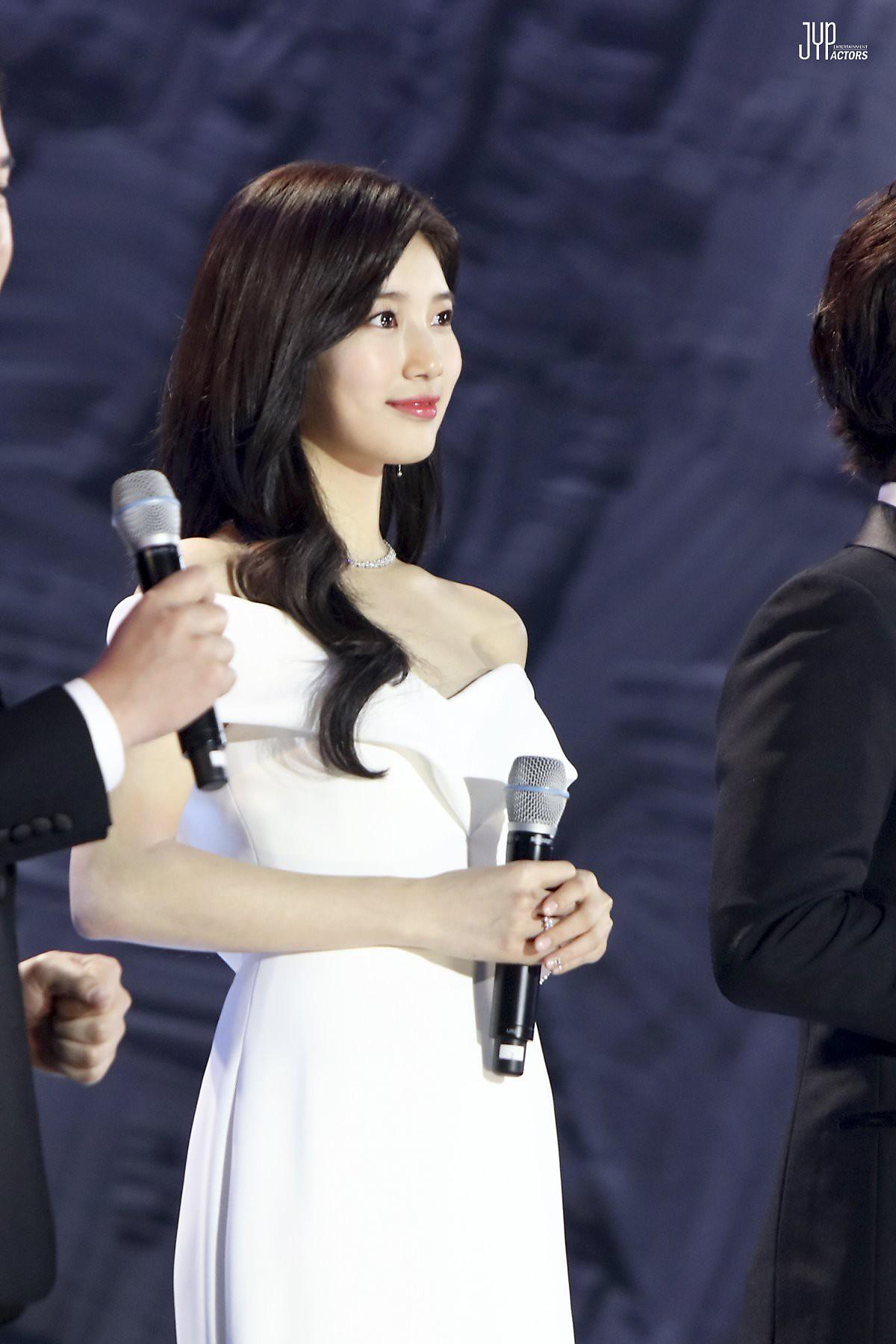 Hình hậu trường nóng hổi của Suzy tại Baeksang: Sải bước ở hầm để xe mà sang như bà hoàng, đẹp hơn cả đi thảm đỏ - Ảnh 14.