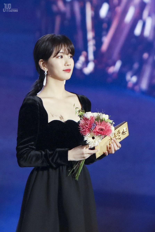 Hình hậu trường nóng hổi của Suzy tại Baeksang: Sải bước ở hầm để xe mà sang như bà hoàng, đẹp hơn cả đi thảm đỏ - Ảnh 28.