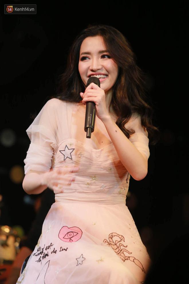 Bích Phương lần đầu hát live Bùa yêu, tiết lộ từng tự cày view tới 5h sáng vì sợ không ai xem MV mới - Ảnh 5.