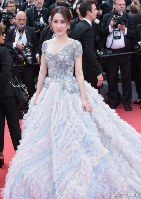 Chiêu trò câu giờ tại Cannes: Người đẹp hạng A lẫn mỹ nhân vô danh đang vứt thể diện trên đấu trường quốc tế? - Ảnh 1.