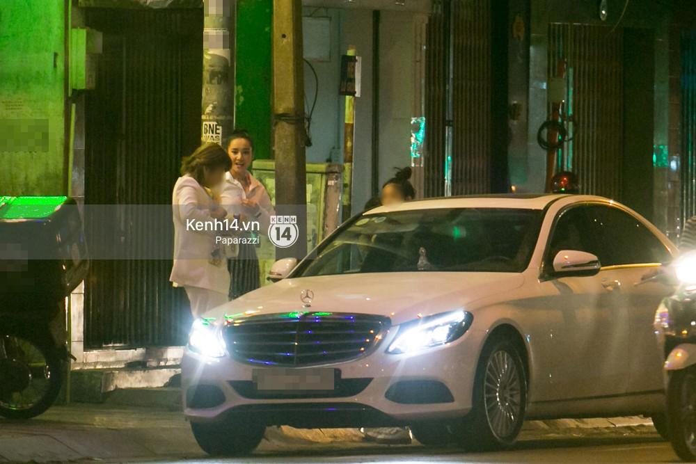 Sau cuộc đụng độ với Khánh My, Nhã Phương rời sự kiện cùng đi ăn ở một quán quen với chị gái - Ảnh 8.