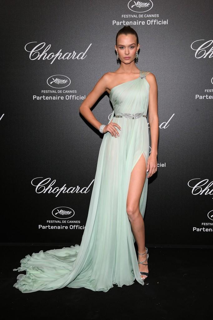 Tiệc tối LHP Cannes: Irina Shayk lộ vùng kín, Quan Hiểu Đồng khoe da trắng bật tông giữa dàn sao quốc tế - Ảnh 9.