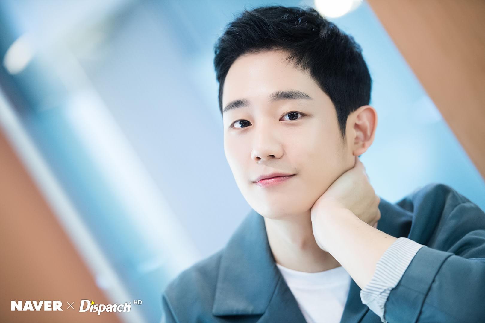 Dispatch tung bộ ảnh zoom đến từng lỗ chân lông của Jung Hae In: Đẳng cấp mỹ nam khiến chị đẹp mê mẩn là đây? - Ảnh 2.