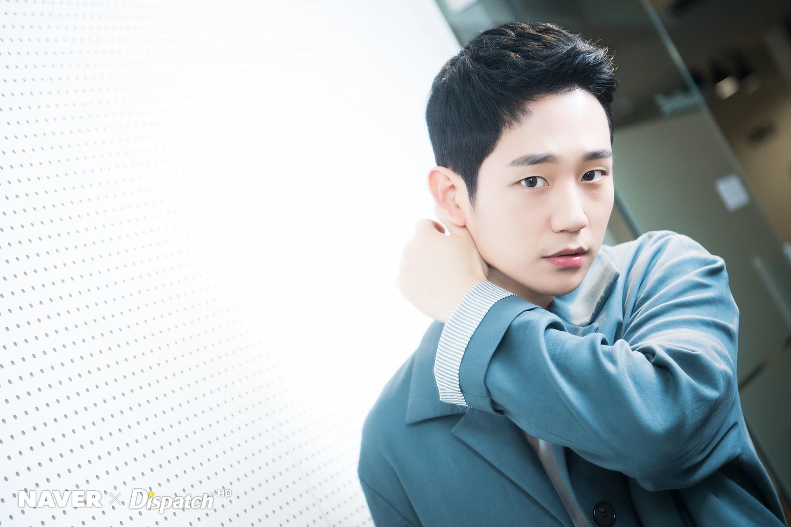 Dispatch tung bộ ảnh zoom đến từng lỗ chân lông của Jung Hae In: Đẳng cấp mỹ nam khiến chị đẹp mê mẩn là đây? - Ảnh 6.