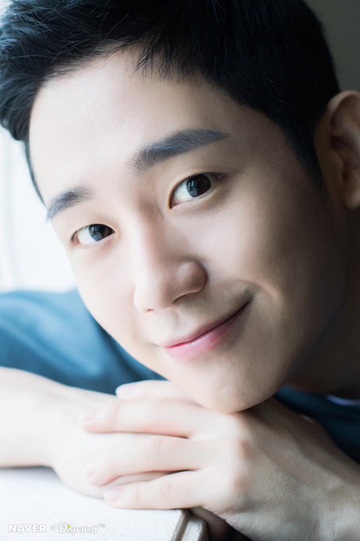 Dispatch tung bộ ảnh zoom đến từng lỗ chân lông của Jung Hae In: Đẳng cấp mỹ nam khiến chị đẹp mê mẩn là đây? - Ảnh 7.