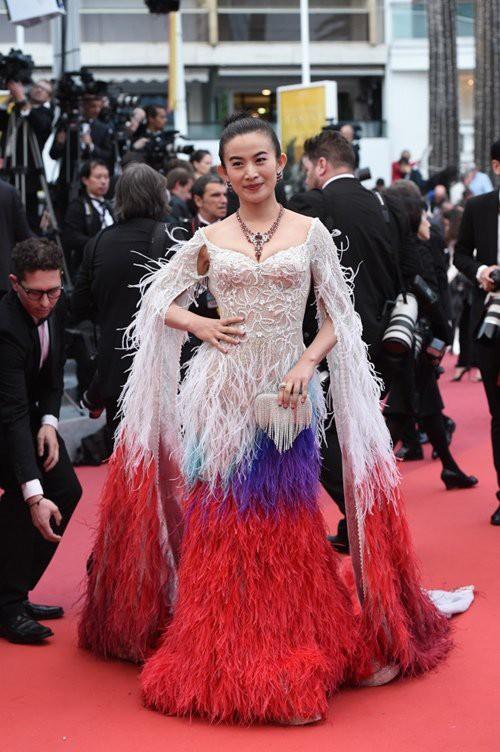 Chiêu trò câu giờ tại Cannes: Người đẹp hạng A lẫn mỹ nhân vô danh đang vứt thể diện trên đấu trường quốc tế? - Ảnh 5.