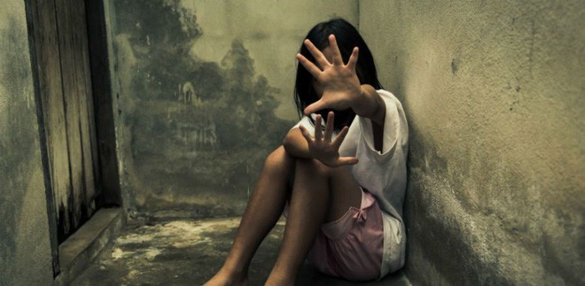 Người đàn ông cưỡng bức 2 con gái riêng của vợ rồi còn đổ lỗi cho vợ khiến anh ta không thể kiểm soát được mình - Ảnh 1.