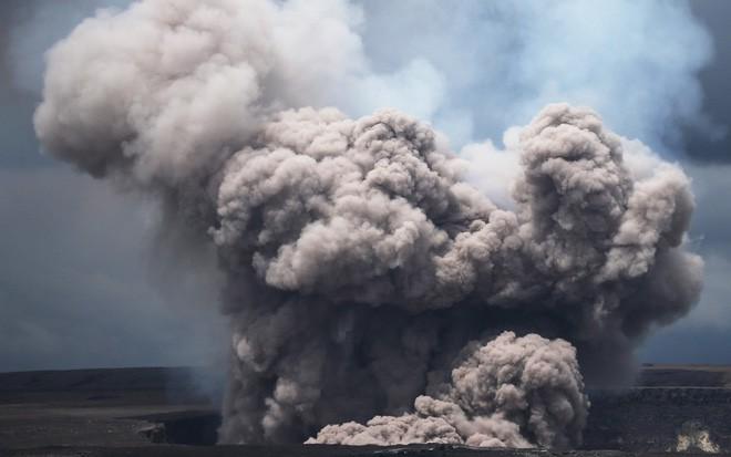 24h qua ảnh: Tro bụi phun trào dữ dội từ núi lửa trên đảo Hawaii - Ảnh 5.