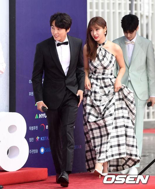 Thảm đỏ Dream Concert 2018: Dàn nữ thần Kpop bị mỹ nhân sexy vô danh lấn át, Seventeen, NCT điển trai như hoàng tử - Ảnh 10.