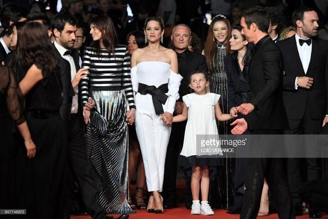 Lý Nhã Kỳ sánh bước cùng minh tinh Marion Cortillard trên thảm đỏ Cannes ngày 5 - Ảnh 2.