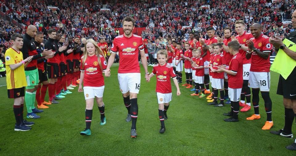 Cầu thủ Man Utd xếp hàng rào danh dự chia tay Carrick - Ảnh 3.