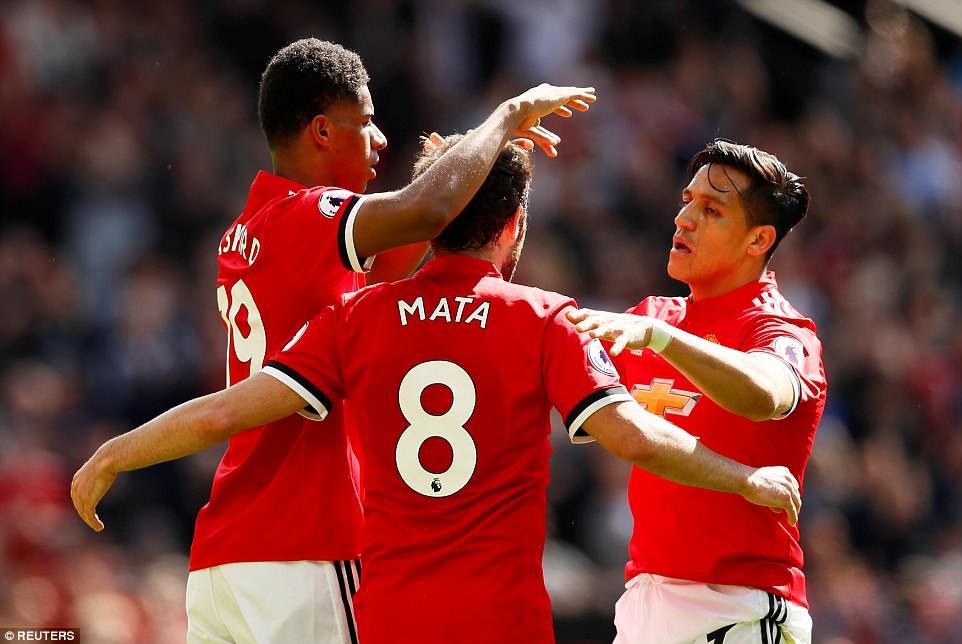 Cầu thủ Man Utd xếp hàng rào danh dự chia tay Carrick - Ảnh 7.
