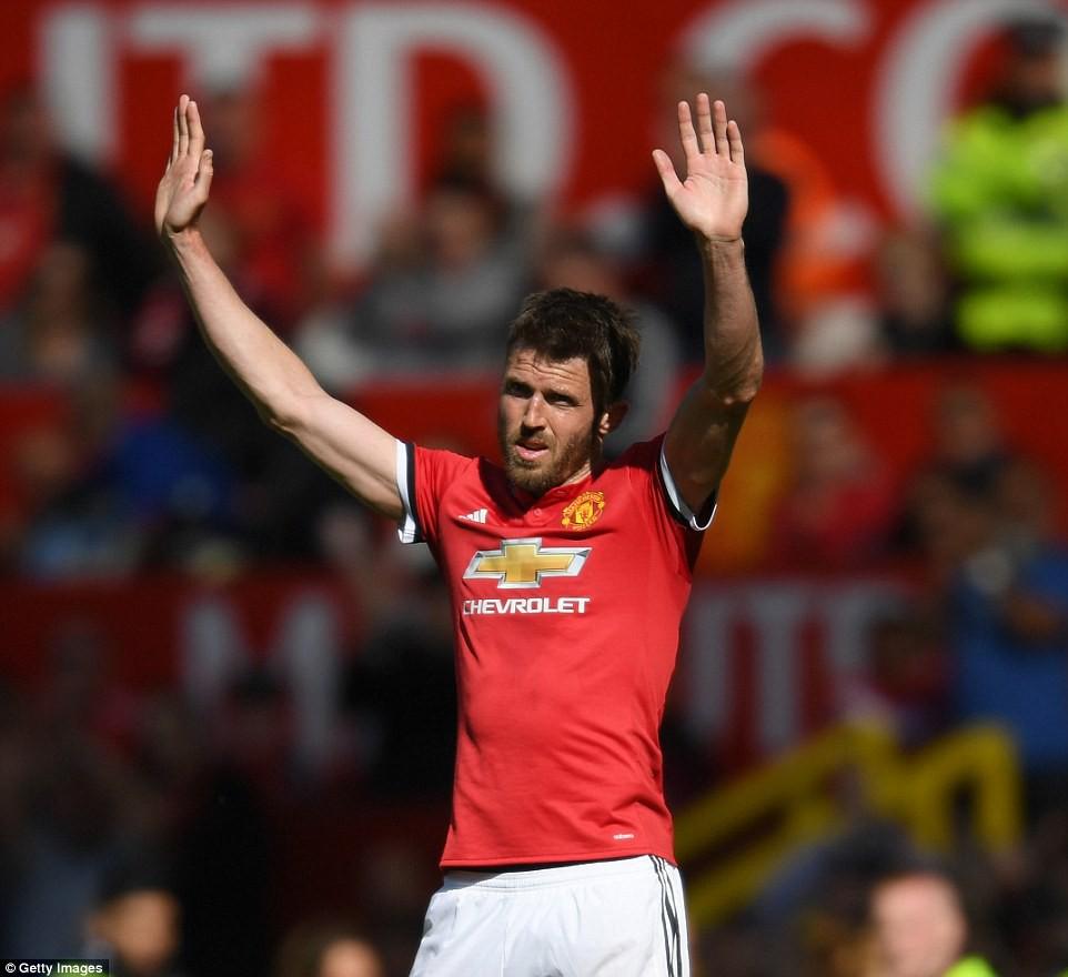 Cầu thủ Man Utd xếp hàng rào danh dự chia tay Carrick - Ảnh 5.