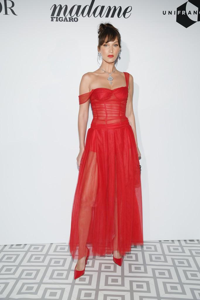 Tiệc tối LHP Cannes: Bella Hadid ngày càng nâng tầm nhan sắc, đọ vẻ xinh đẹp với sao Mỹ nhân tâm kế - Ảnh 4.