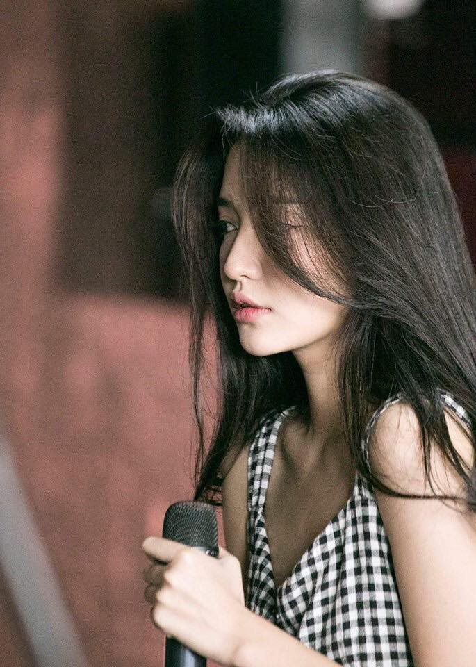 Nói chung, kiểu makeup nhạt mà vẫn xinh của Bích Phương mới chính là thứ bùa yêu lợi hại nhất - Ảnh 1.
