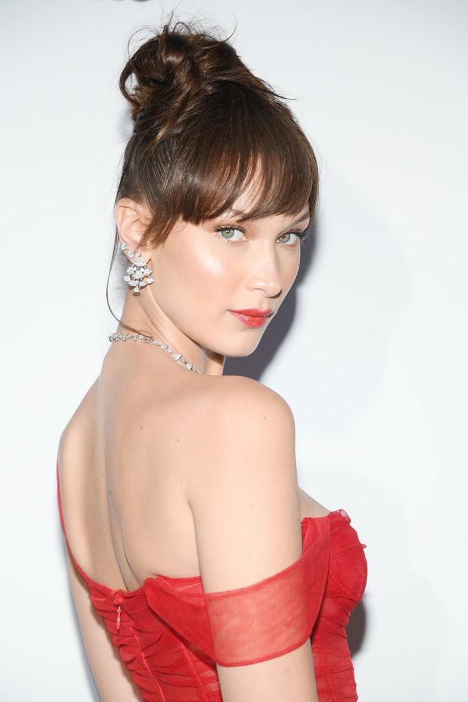 Tiệc tối LHP Cannes: Bella Hadid ngày càng nâng tầm nhan sắc, đọ vẻ xinh đẹp với sao Mỹ nhân tâm kế - Ảnh 1.