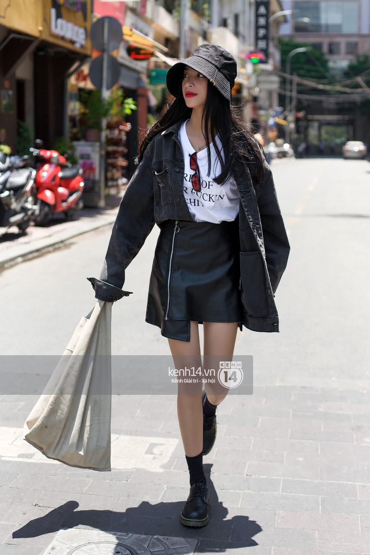 Street style giới trẻ Việt: Hà Nội toàn áo 2 dây và xuyên thấu mát mẻ; Sài Gòn vẫn điệp khúc càng ấm càng chất - Ảnh 13.