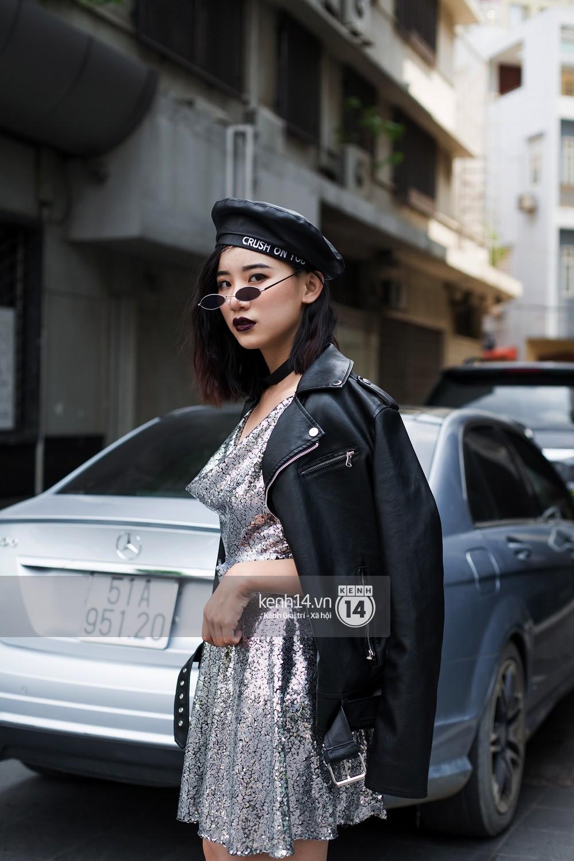 Street style giới trẻ Việt: Hà Nội toàn áo 2 dây và xuyên thấu mát mẻ; Sài Gòn vẫn điệp khúc càng ấm càng chất - Ảnh 16.