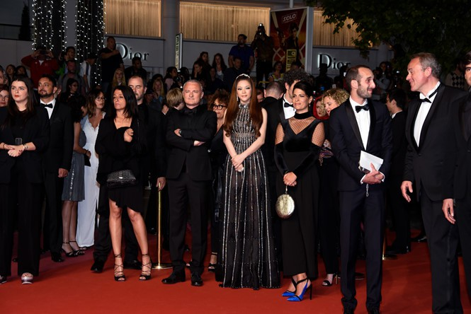 Lý Nhã Kỳ sánh bước cùng minh tinh Marion Cortillard trên thảm đỏ Cannes ngày 5 - Ảnh 3.