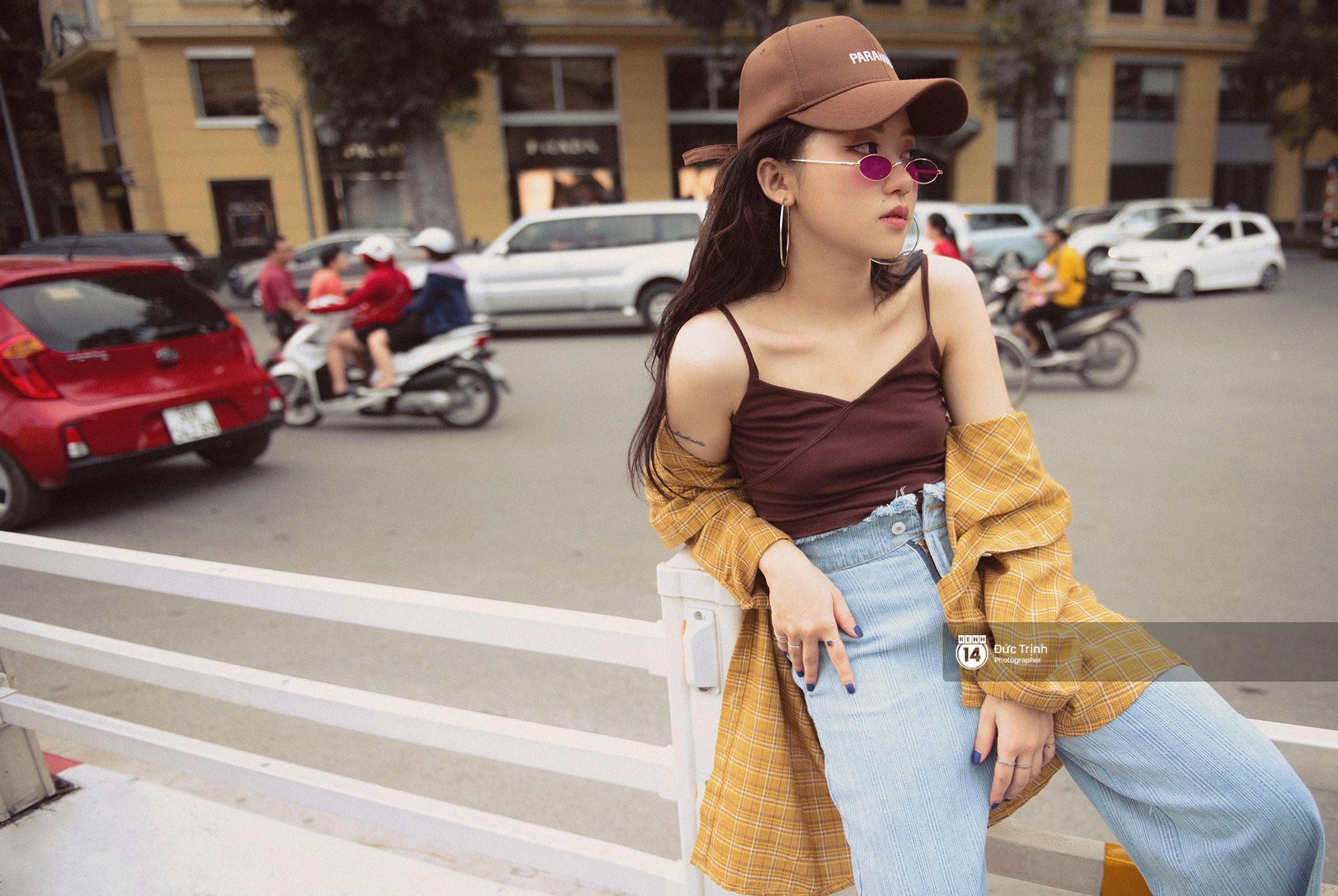 Street style giới trẻ Việt: Hà Nội toàn áo 2 dây và xuyên thấu mát mẻ; Sài Gòn vẫn điệp khúc càng ấm càng chất - Ảnh 1.