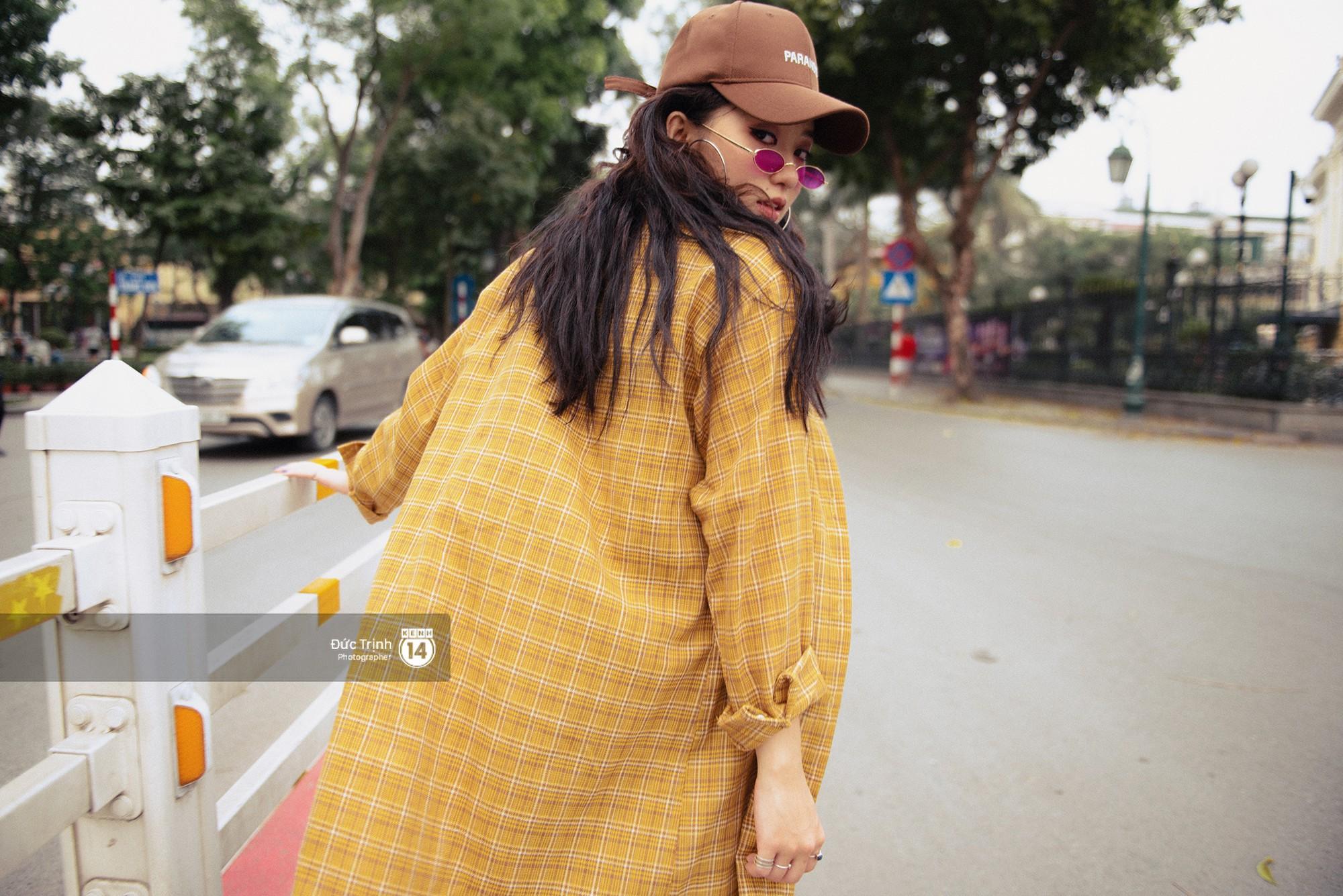 Street style giới trẻ Việt: Hà Nội toàn áo 2 dây và xuyên thấu mát mẻ; Sài Gòn vẫn điệp khúc càng ấm càng chất - Ảnh 2.