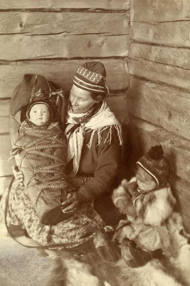 Ngày của mẹ, ngắm những bức ảnh về mẹ đẹp nhất trong suốt 100 năm qua - Ảnh 14.