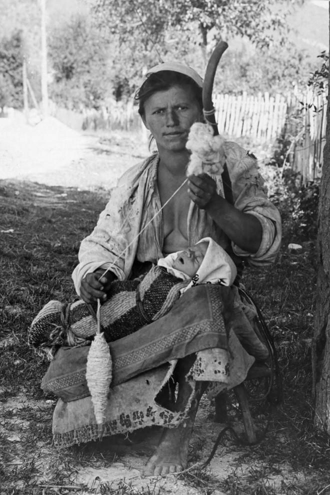 Ngày của mẹ, ngắm những bức ảnh về mẹ đẹp nhất trong suốt 100 năm qua - Ảnh 17.