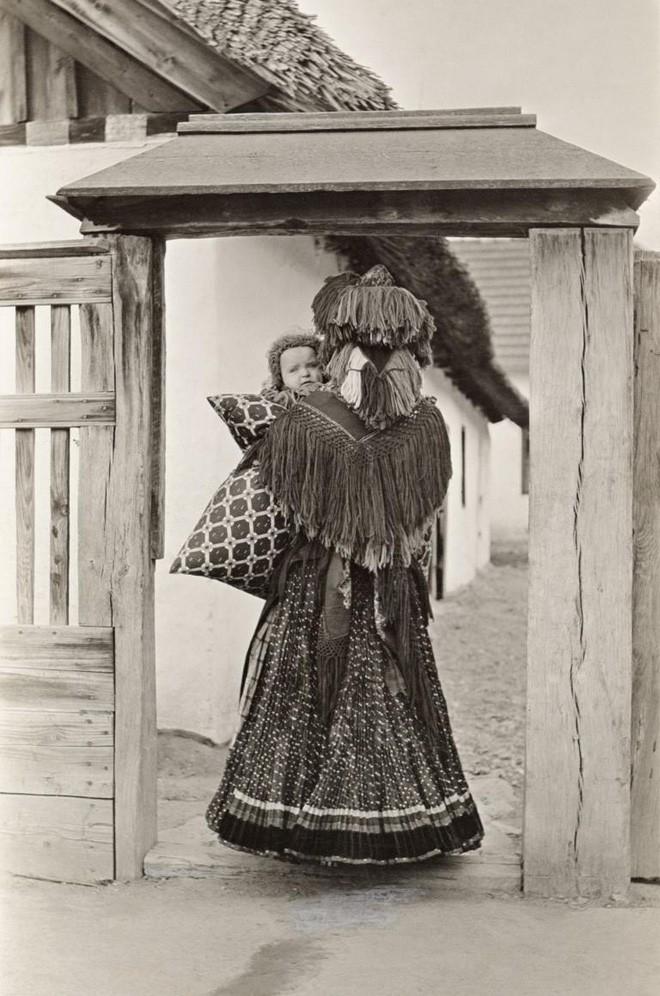 Ngày của mẹ, ngắm những bức ảnh về mẹ đẹp nhất trong suốt 100 năm qua - Ảnh 21.