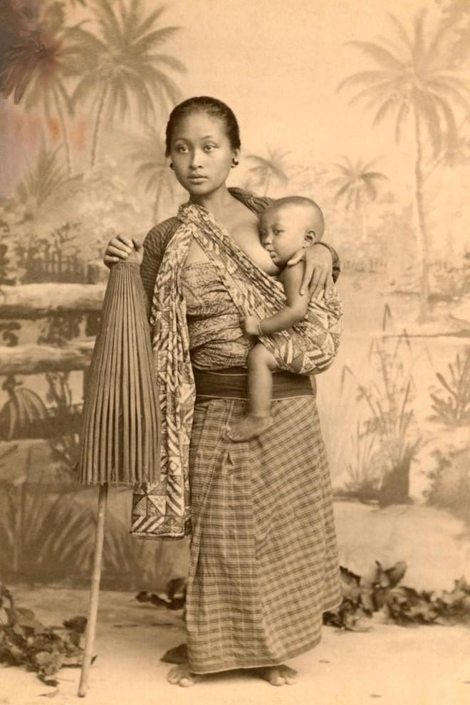 Ngày của mẹ, ngắm những bức ảnh về mẹ đẹp nhất trong suốt 100 năm qua - Ảnh 4.