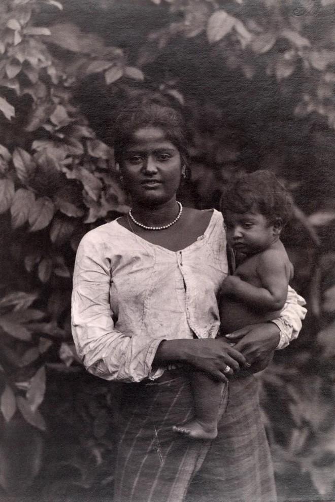 Ngày của mẹ, ngắm những bức ảnh về mẹ đẹp nhất trong suốt 100 năm qua - Ảnh 8.