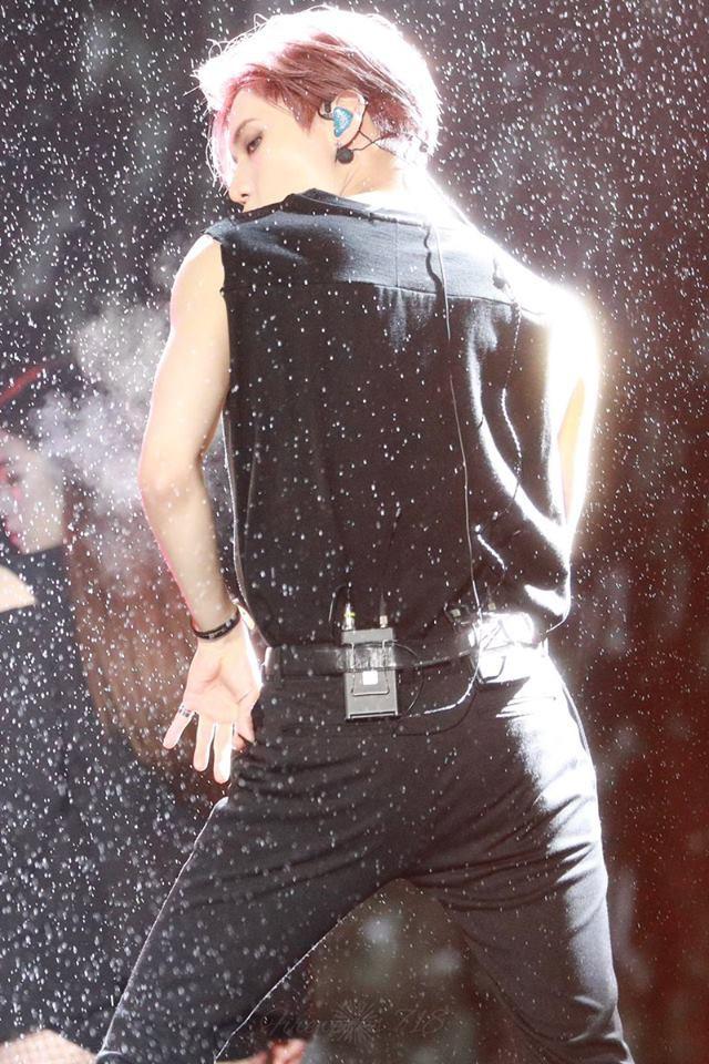 Taemin (SHINee) biểu diễn dưới mưa tại Dream Concert: Đẹp như một bức tranh! - Ảnh 10.