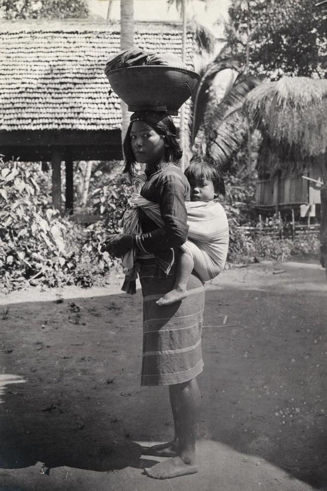 Ngày của mẹ, ngắm những bức ảnh về mẹ đẹp nhất trong suốt 100 năm qua - Ảnh 10.