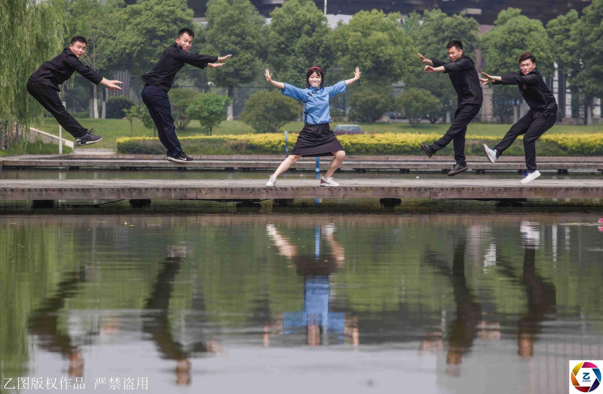 Kỷ yếu của học sinh Trung Quốc: Lầy lội nhưng sáng tạo và chất không kém Việt Nam - Ảnh 7.