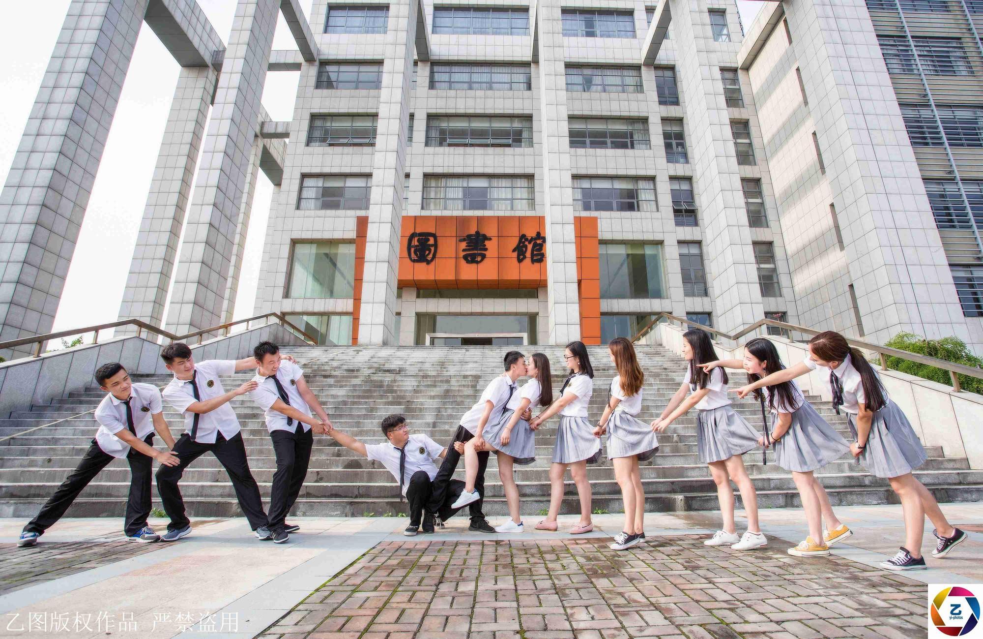 Kỷ yếu của học sinh Trung Quốc: Lầy lội nhưng sáng tạo và chất không kém Việt Nam - Ảnh 9.