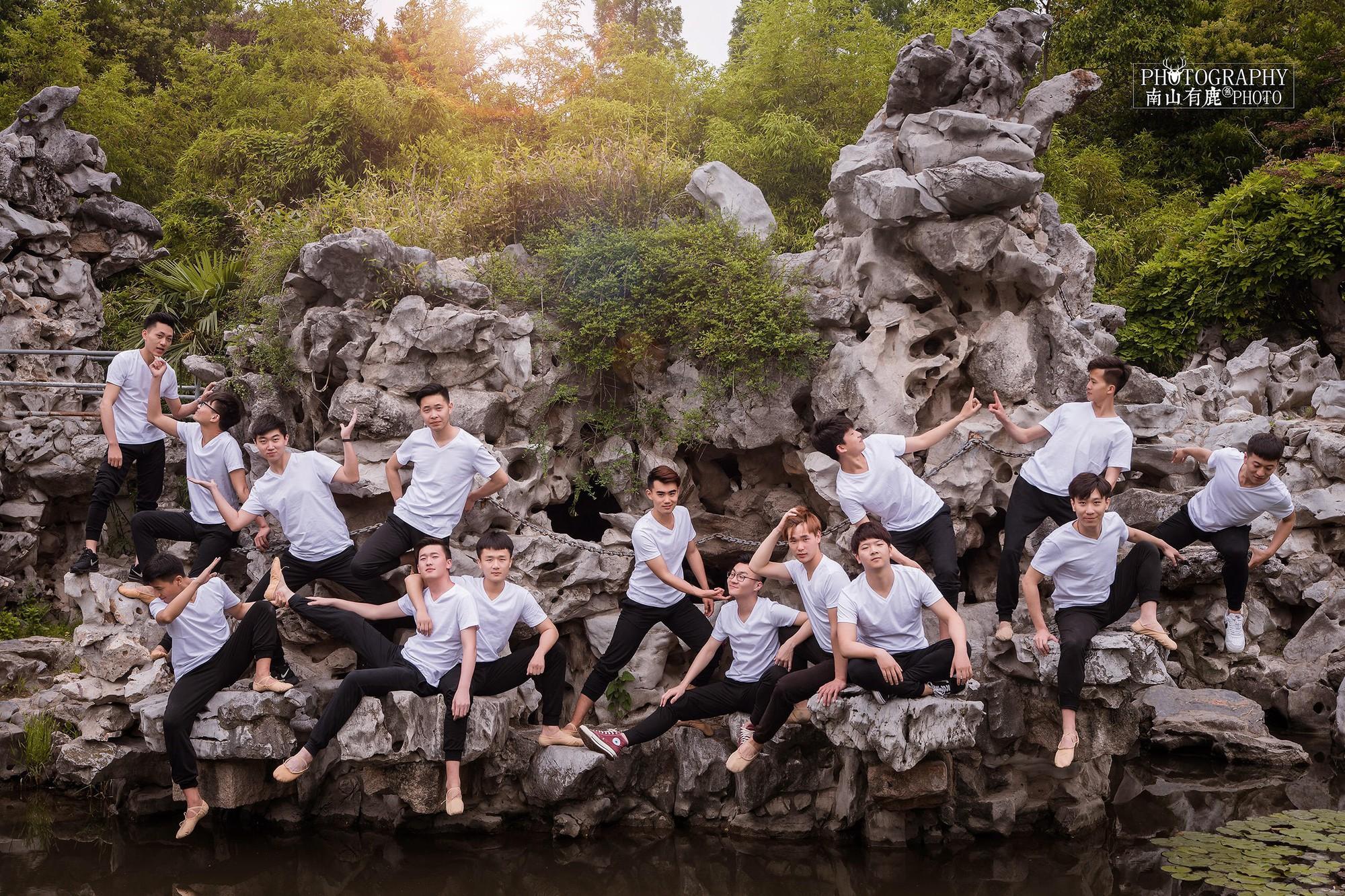 Kỷ yếu của học sinh Trung Quốc: Lầy lội nhưng sáng tạo và chất không kém Việt Nam - Ảnh 15.