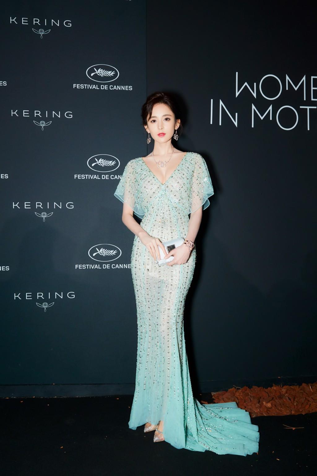 Vắng bóng Phạm Băng Băng, đây là mỹ nhân khiến dân tình trầm trồ vì đẹp đẳng cấp trong những ngày tại Cannes - Ảnh 10.