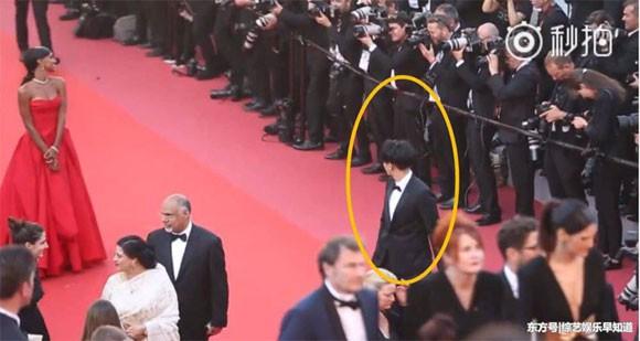 Lần đầu đến Cannes, Hoàng Tử Thao bị phóng viên quốc tế xua đuổi phũ phàng vì đứng chắn mỹ nhân khác - Ảnh 6.