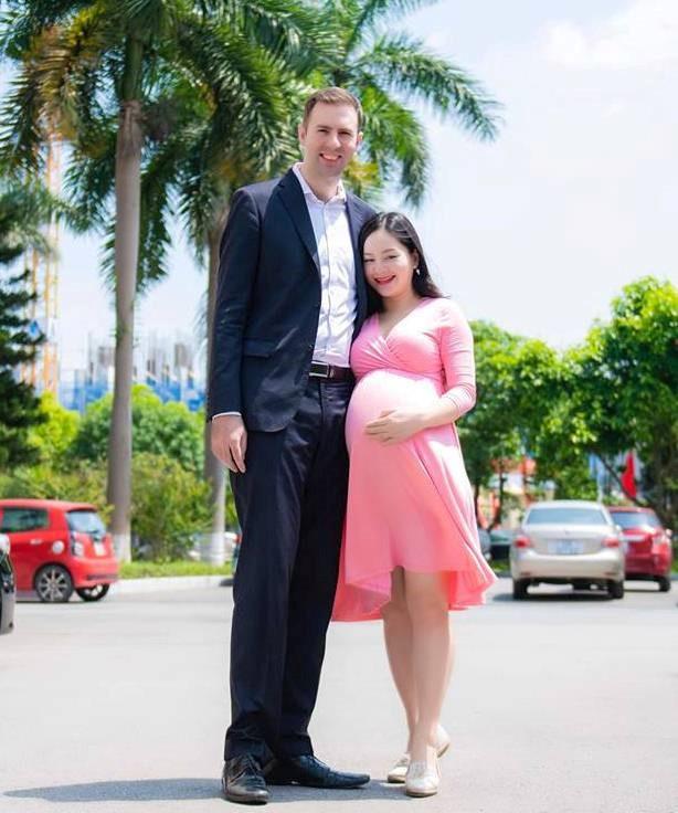 Diễn viên Lan Phương đăng ký kết hôn với bạn trai Tây trước ngày sinh nở - Ảnh 2.