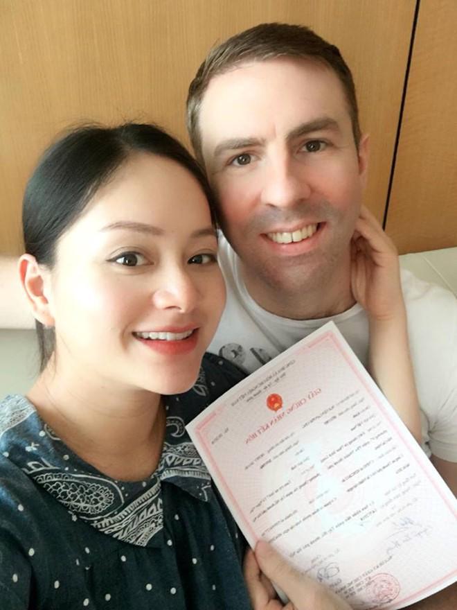 Diễn viên Lan Phương đăng ký kết hôn với bạn trai Tây trước ngày sinh nở - Ảnh 1.
