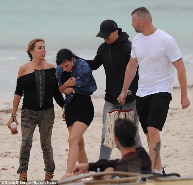 Ronaldo đưa Georgina đi nghỉ dưỡng sau nghi vấn đính hôn - Ảnh 3.
