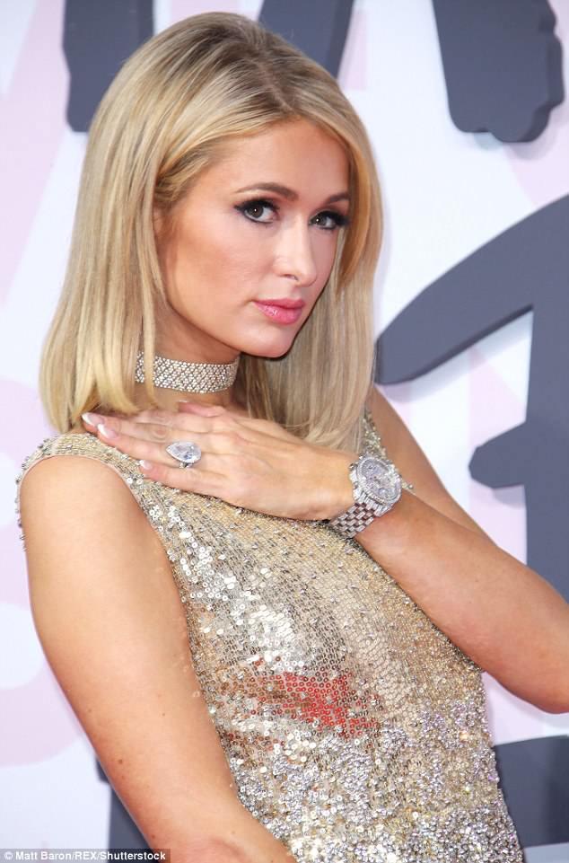 Cuộc chiến nhan sắc tại Cannes: Paris Hilton U40 vẫn đẹp như công chúa, Kendall khoe chân dài quá sexy - Ảnh 2.