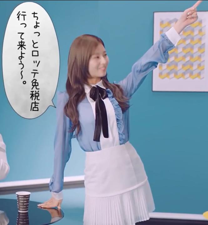 """Một chiếc áo mà 9 idol cùng mặc: Lisa (Black Pink) """"ngầu"""" hết cỡ, IU lại trẻ như học sinh - Ảnh 3."""