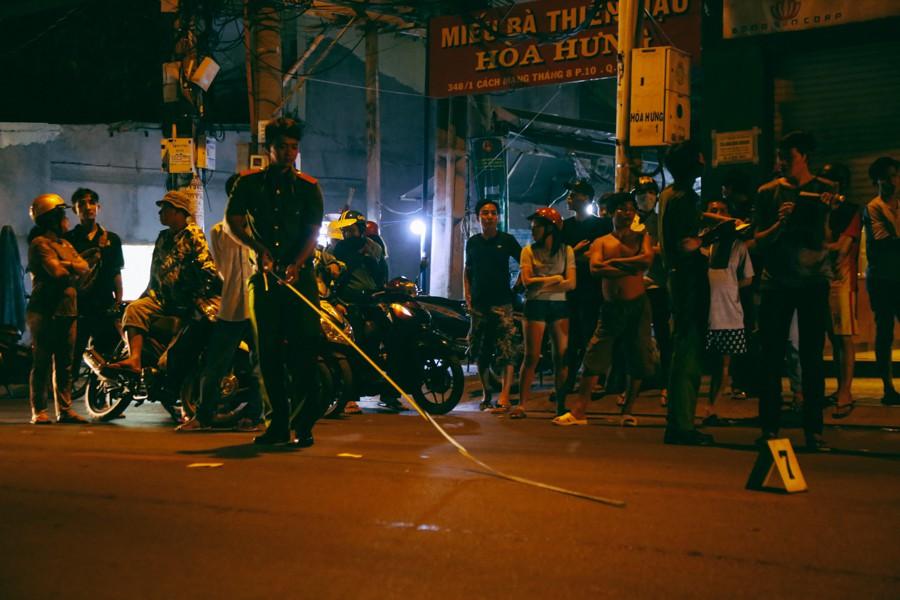 Hiện trường vụ án mạng kinh hoàng trên đường CMT8 khiến 6 hiệp sĩ đường phố bị băng cướp đâm thương vong - Ảnh 6.