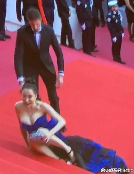 Không phải mỹ nhân vô danh, chính Hoa hậu mới là những kẻ náo loạn thảm đỏ Cannes 2018 - Ảnh 3.