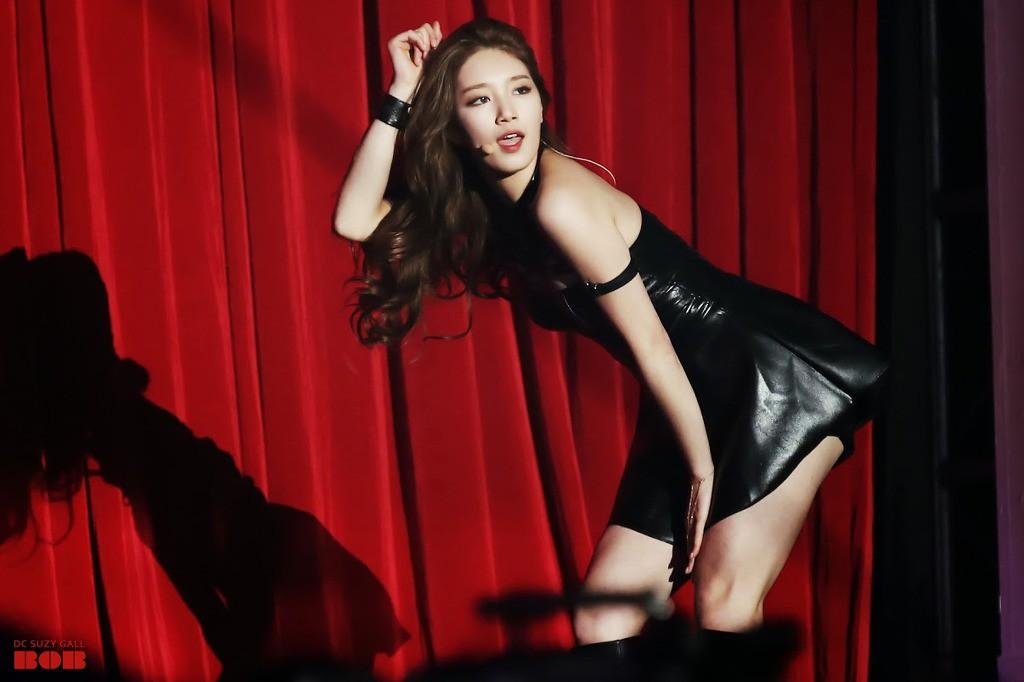 Được biết đến với hình ảnh ngọc nữ nhưng các idol này cũng có những lần sexy đến nghẹt thở - Ảnh 23.