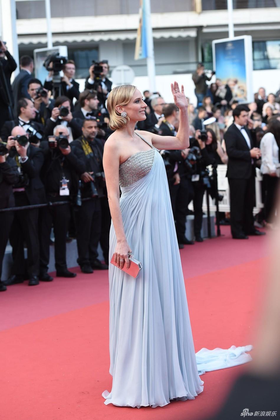 Thảm đỏ LHP Cannes: Cổ Lực Na Trát hở ngực gợi cảm nhưng bị loạt mỹ nhân châu Á khác át vía - Ảnh 17.