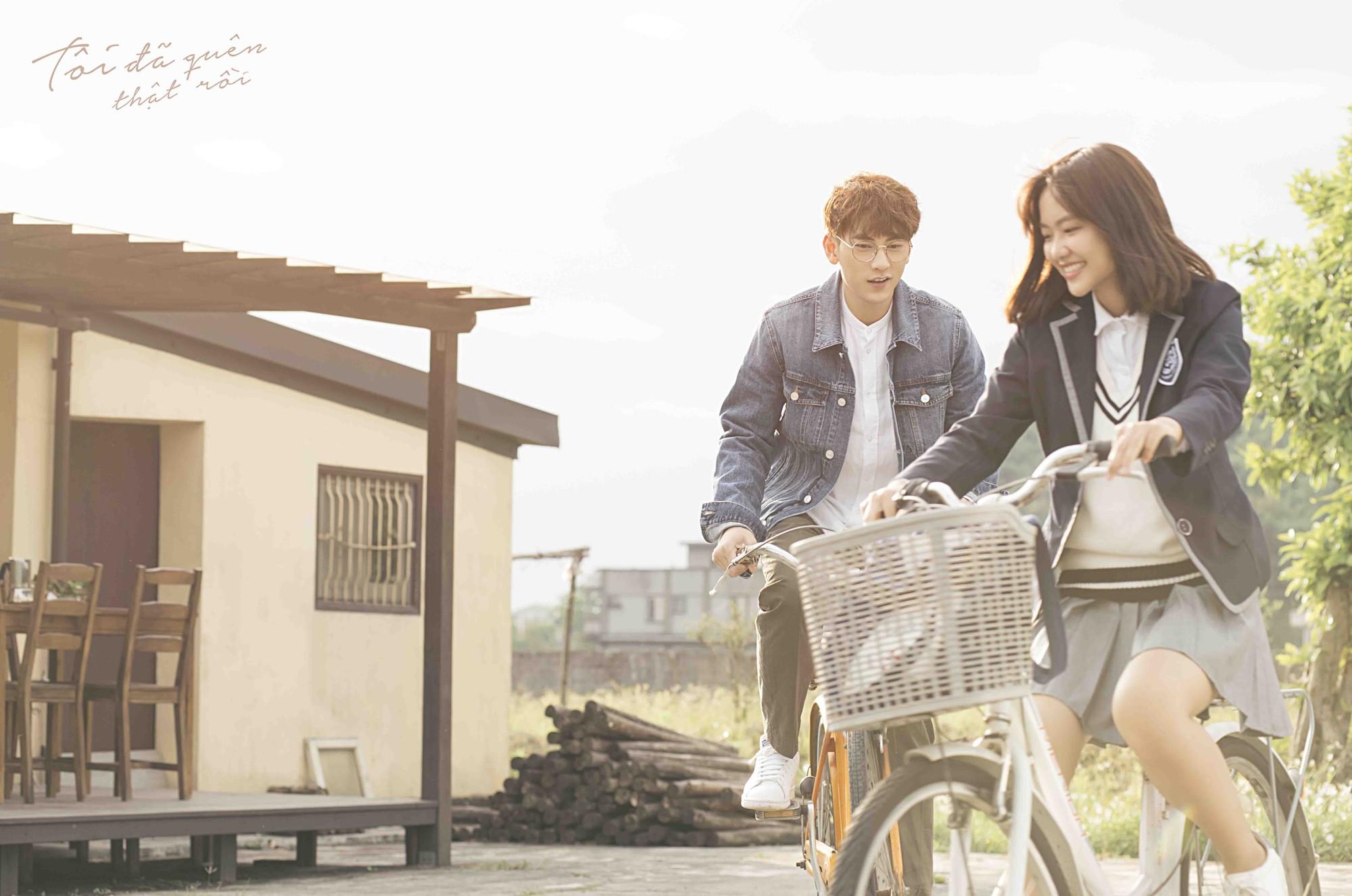 Isaac hoá thân ông chú cô đơn, hé lộ mối tình đũa lệch trong teaser MV mới - Ảnh 7.