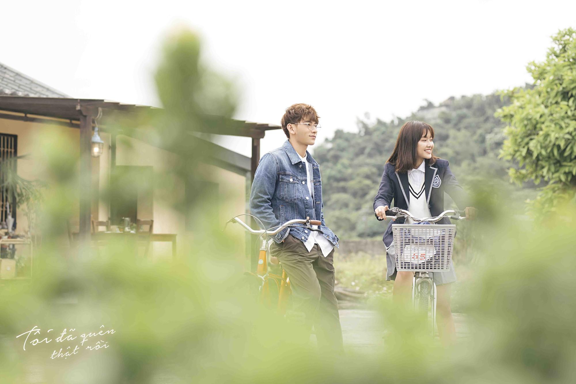 Isaac hoá thân ông chú cô đơn, hé lộ mối tình đũa lệch trong teaser MV mới - Ảnh 6.